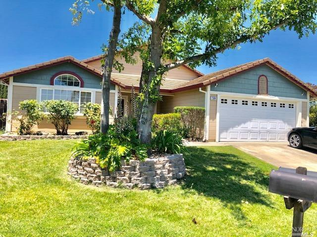 2388 Burgundy Way, Fairfield, CA 94533 (#21914361) :: Rapisarda Real Estate