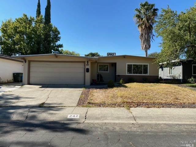 242 Cedar Street, Vacaville, CA 95688 (#22024886) :: Corcoran Global Living
