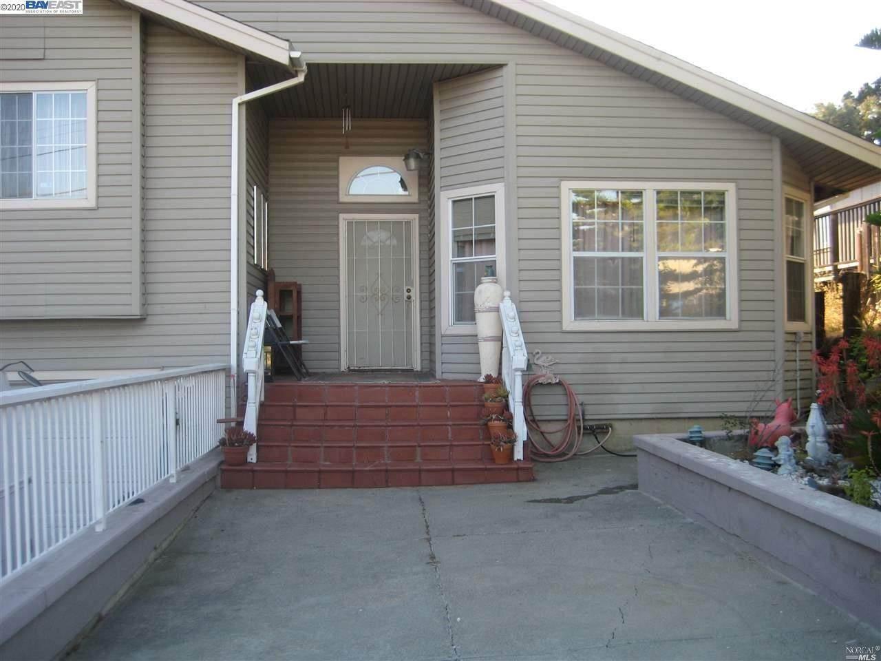 473 Gillcrest Avenue - Photo 1
