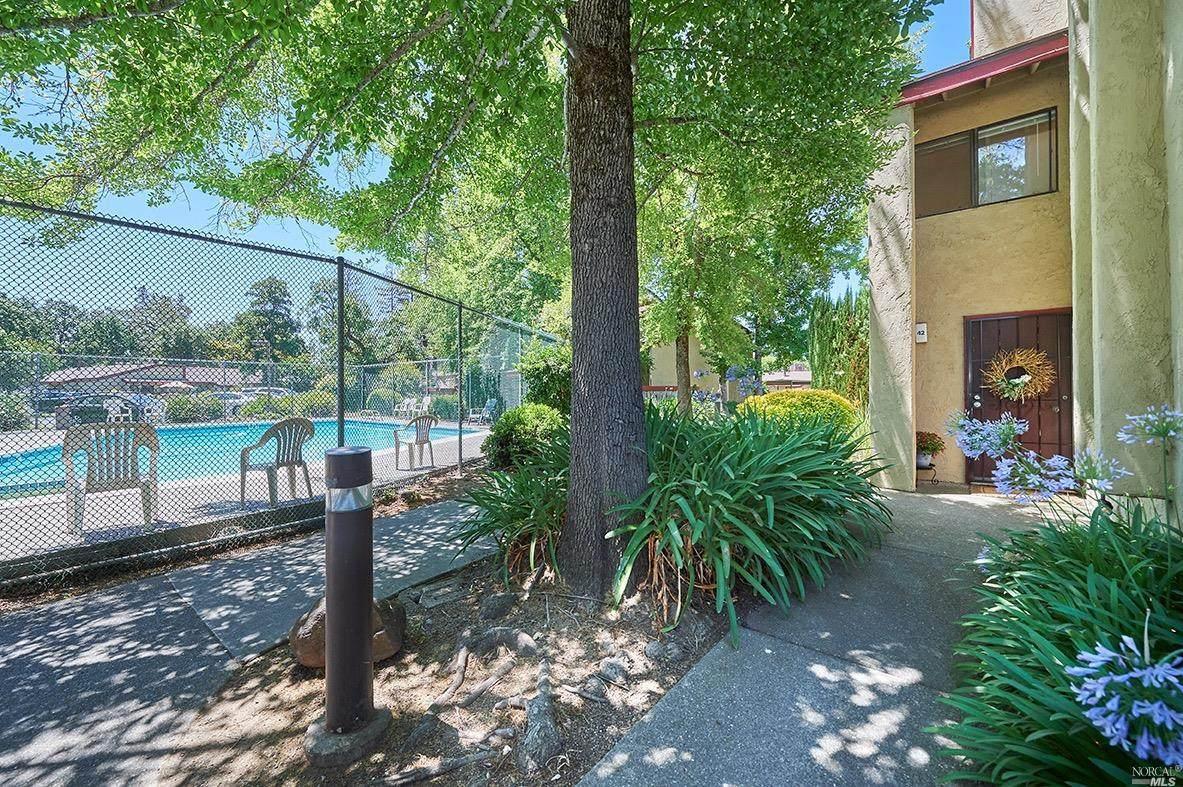 42 Redwood Court - Photo 1