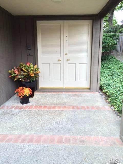 27 Sulgrave Lane, San Rafael, CA 94901 (#321067556) :: The Abramowicz Group
