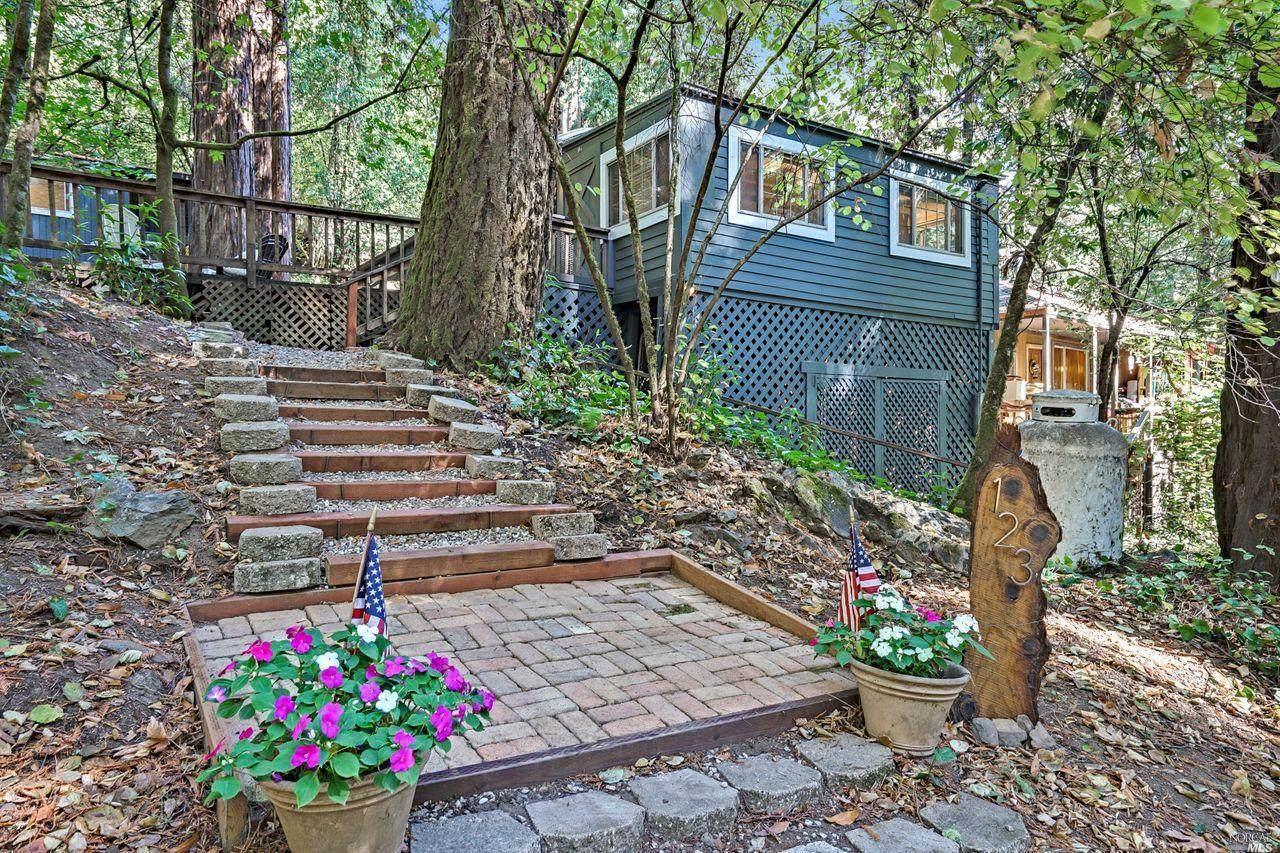 123 Redwood Avenue - Photo 1