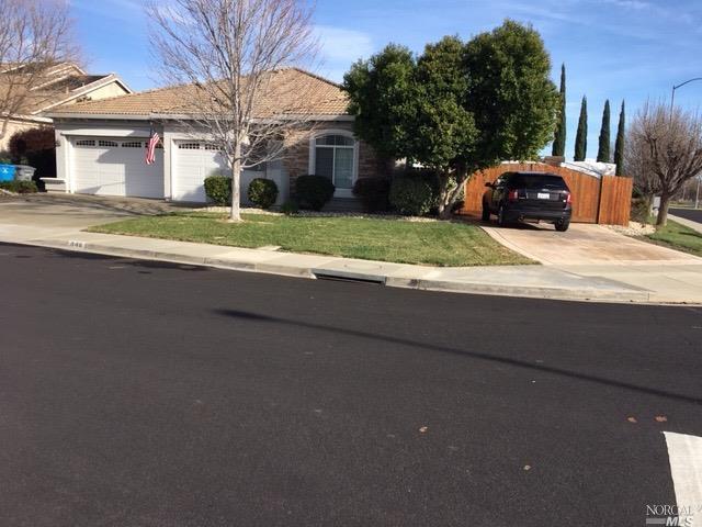 848 Dry Creek Court, Vacaville, CA 95688 (#21901282) :: Rapisarda Real Estate