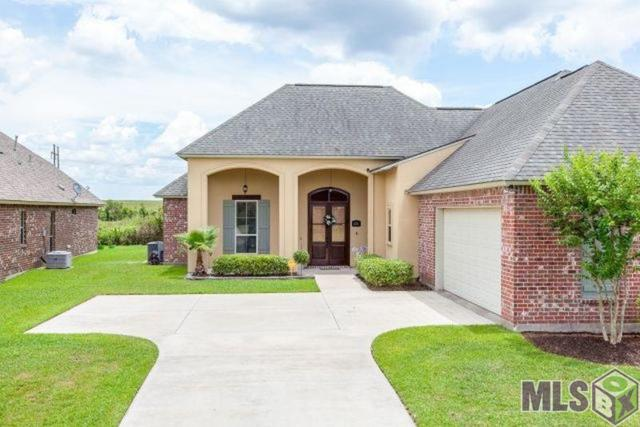 6136 Pelican Crossing, Gonzales, LA 70737 (#2018010467) :: Trey Willard of Berkshire Hathaway HomeServices United Properties