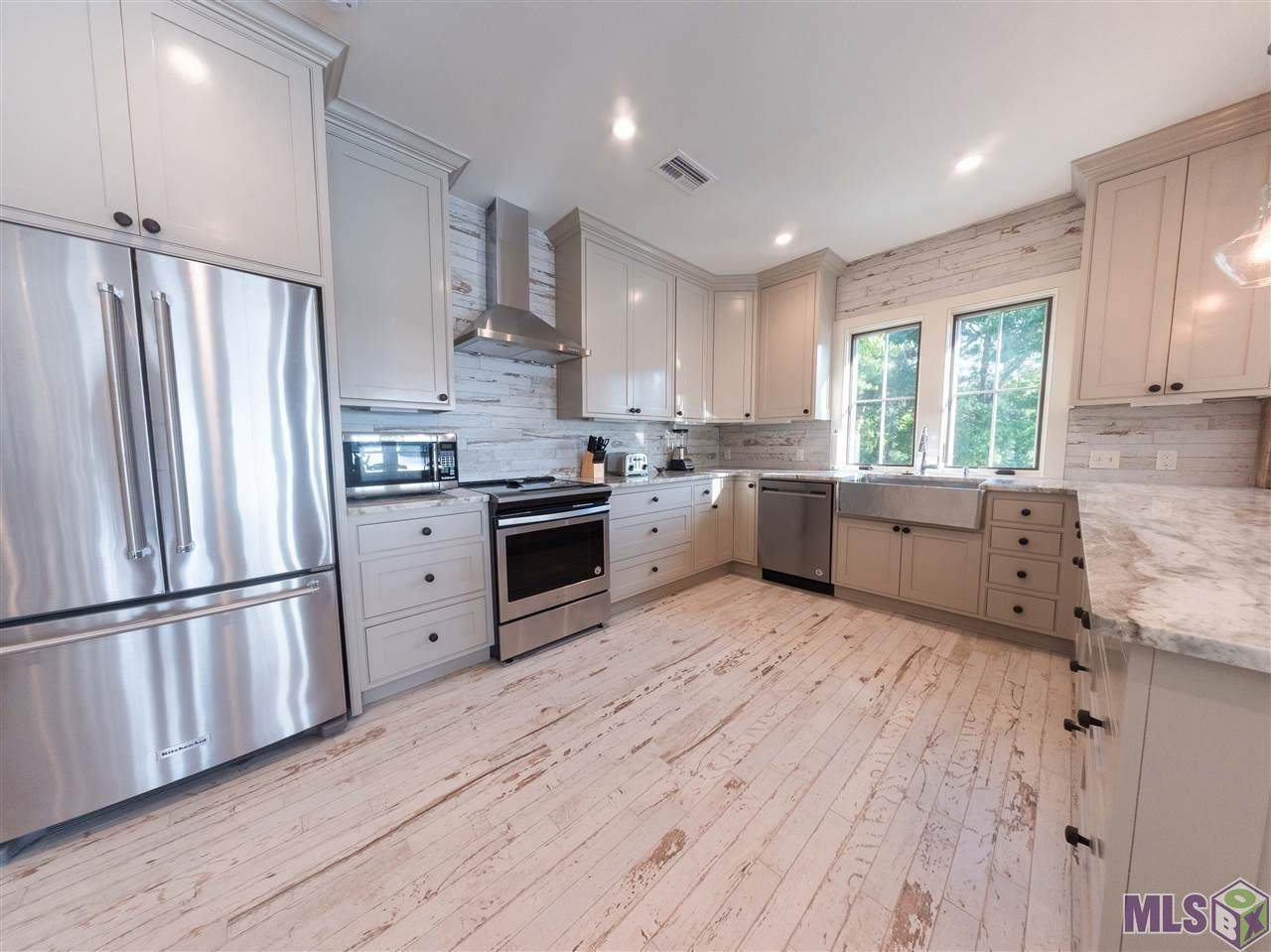 1505 Stanford Ave - Photo 1