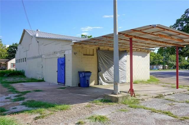 701 Brosig, Navasota, TX 77868 (MLS #21012498) :: Cherry Ruffino Team