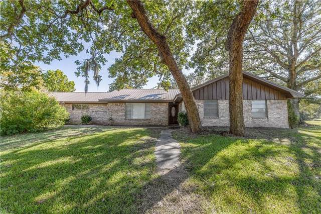 8591 Highway 159 W, Bellville, TX 77418 (MLS #21013182) :: Cherry Ruffino Team