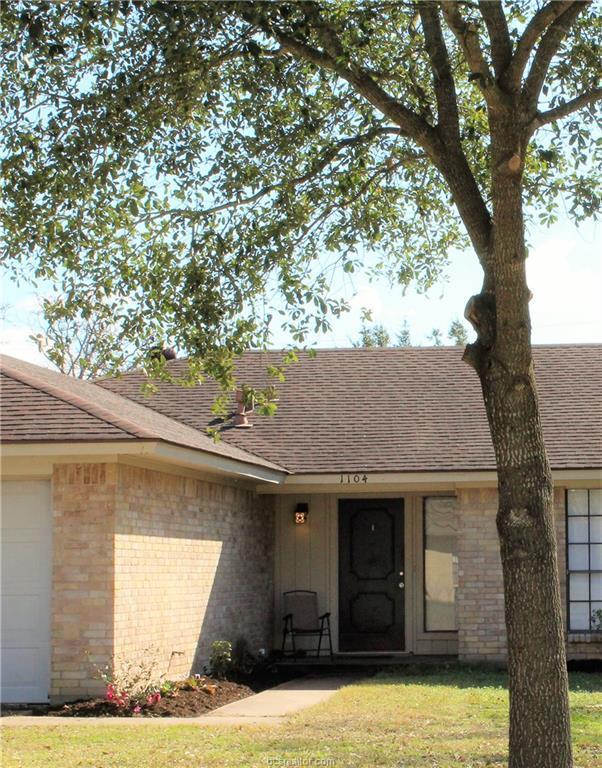 1104 Hawk Tree Drive, College Station, TX 77845 (MLS #18019177) :: Cherry Ruffino Team