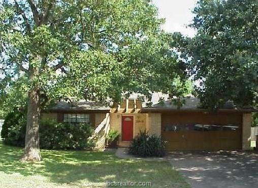 2613 Westwood Main Drive, Bryan, TX 77807 (MLS #18019198) :: RE/MAX 20/20