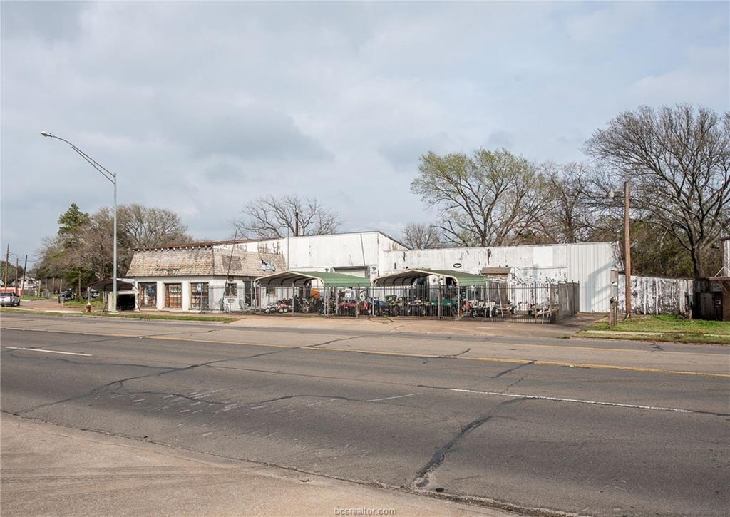 801 Texas Avenue - Photo 1