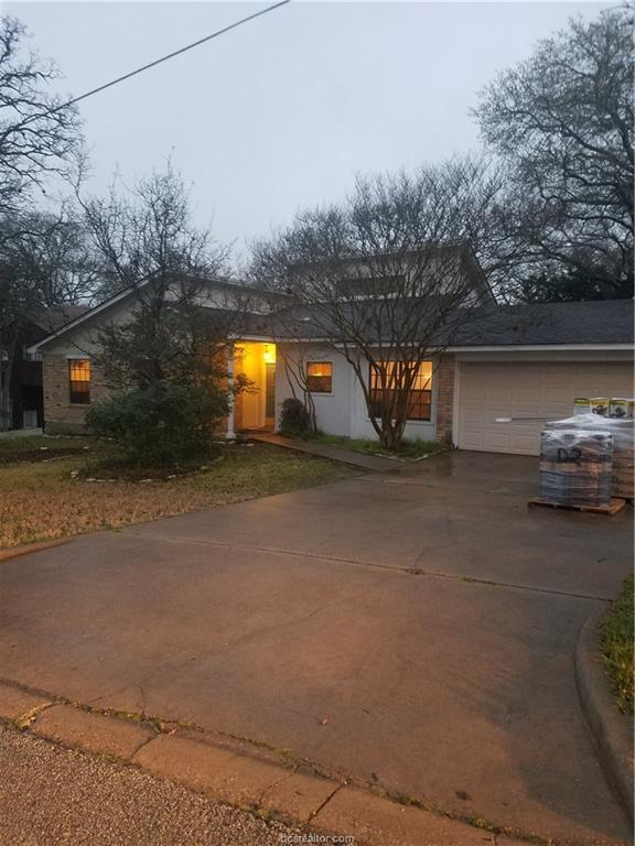 3211 Westwood Main Drive, Bryan, TX 77807 (MLS #19002246) :: The Shellenberger Team