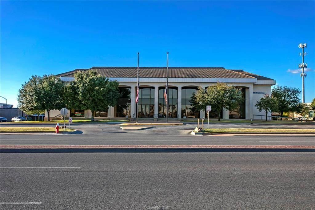 111 University Drive - Photo 1