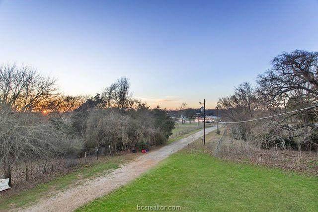 1000 Norwood Lane, Hearne, TX 77859 (MLS #21002348) :: My BCS Home Real Estate Group