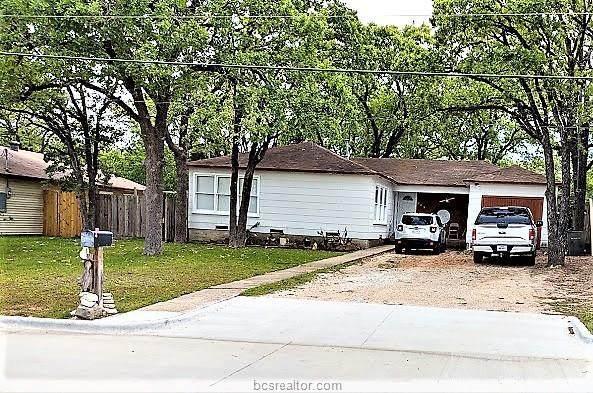 213 Fairway Drive, Bryan, TX 77801 (MLS #21002789) :: RE/MAX 20/20