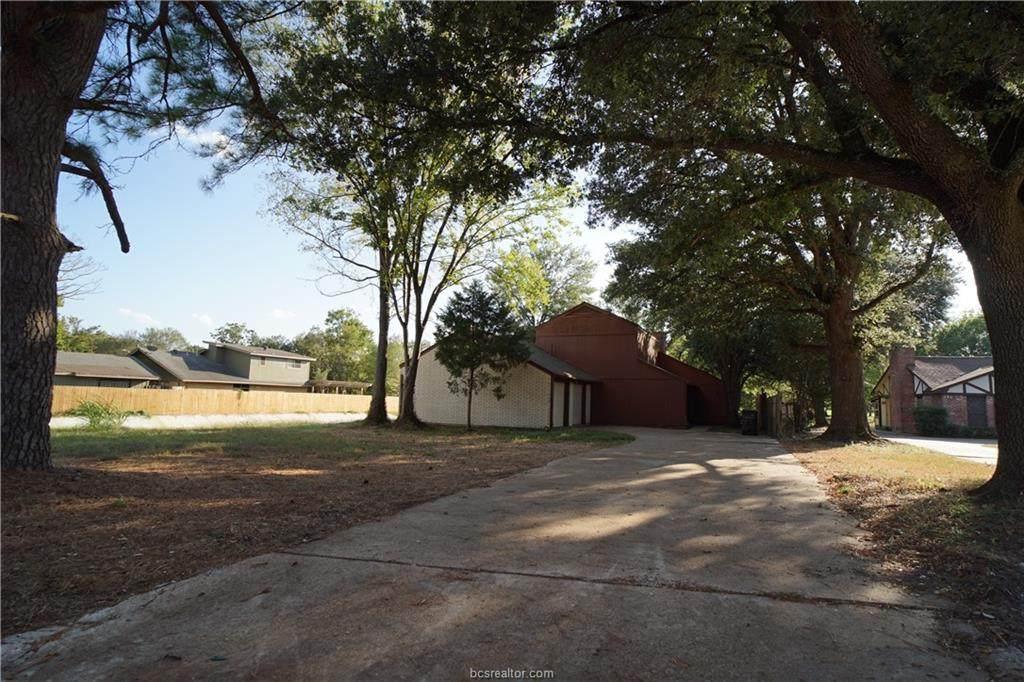 2703 Apple Creek Circle - Photo 1