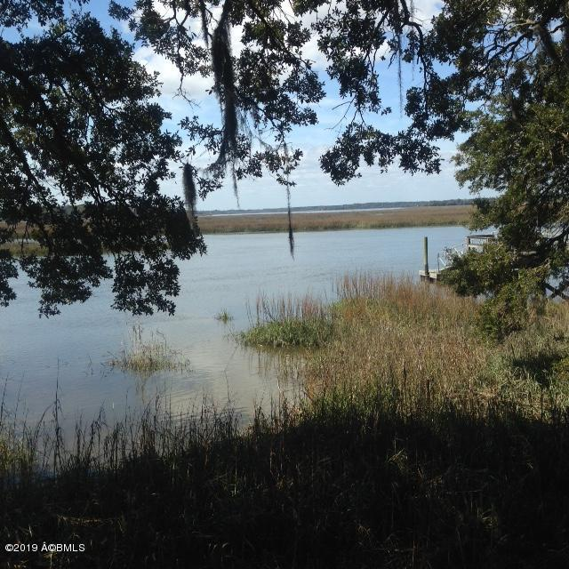 250 Brickyard Point Road S, Beaufort, SC 29907 (MLS #161251) :: RE/MAX Island Realty