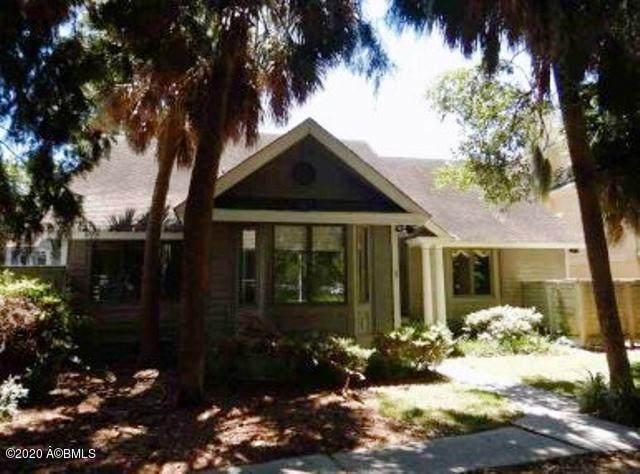 14 Indian Hill Lane, Hilton Head Island, SC 29926 (MLS #166210) :: Shae Chambers Helms   Keller Williams Realty