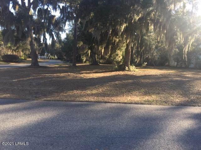 9 Hendersons Way, Beaufort, SC 29907 (MLS #170044) :: Shae Chambers Helms | Keller Williams Realty