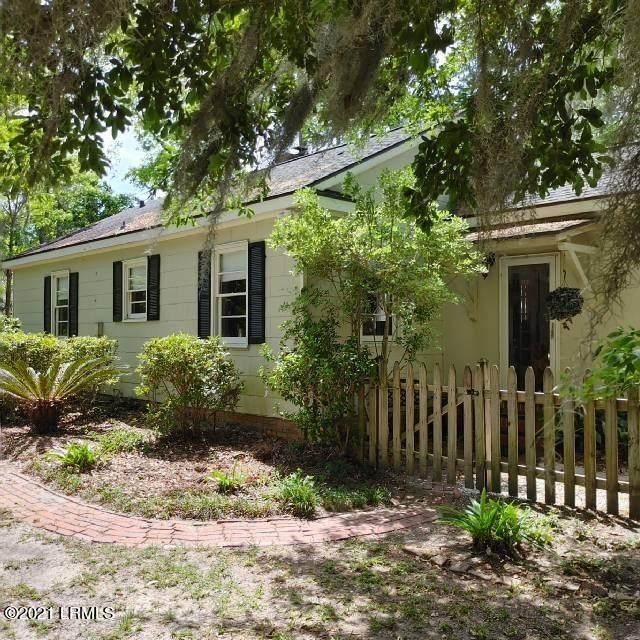 111 N Hermitage Road, Beaufort, SC 29902 (MLS #171067) :: Shae Chambers Helms | Keller Williams Realty