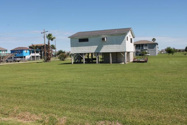 1077 Selwyn, Crystal Beach, TX 77650 (MLS #198927) :: TEAM Dayna Simmons
