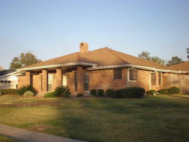 726 Sierra Dr, Port Neches, TX 77651 (MLS #203042) :: TEAM Dayna Simmons