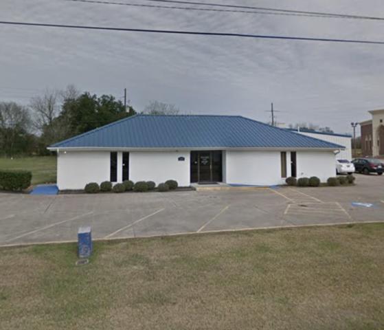 1390 W Cardinal Dr, Beaumont, TX 77705 (MLS #203345) :: TEAM Dayna Simmons