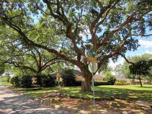 2025 Hanover Circle, Beaumont, TX 77706 (MLS #207414) :: TEAM Dayna Simmons