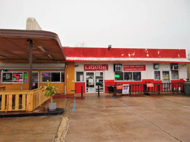 2305 Calder, Beaumont, TX 77702 (MLS #210244) :: TEAM Dayna Simmons