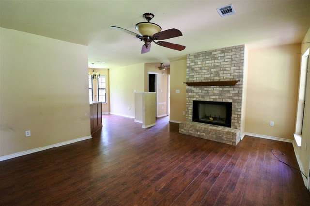1195 Gerson, Silsbee, TX 77656 (MLS #212471) :: TEAM Dayna Simmons