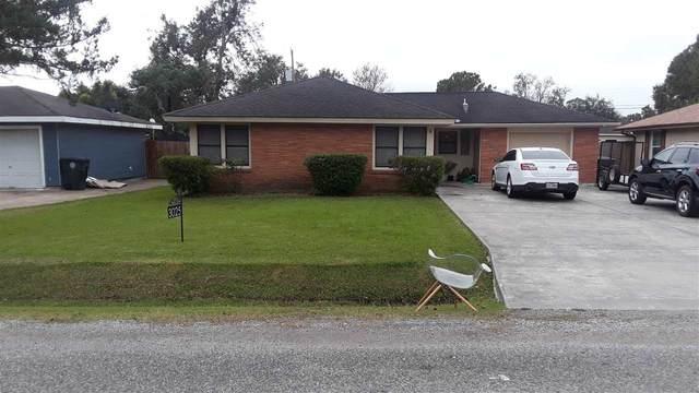 3025 Oak Ave, Groves, TX 77619 (MLS #216090) :: TEAM Dayna Simmons