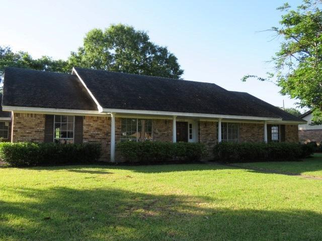 2909 Lawrence Ave, Nederland, TX 77627 (MLS #195699) :: TEAM Dayna Simmons
