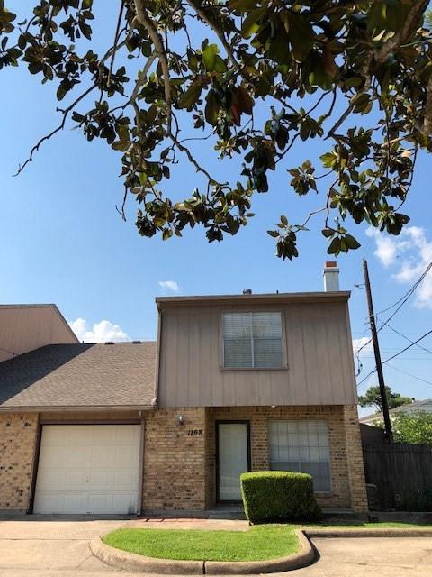 1198 Sunmeadow Dr, Beaumont, TX 77706 (MLS #196231) :: TEAM Dayna Simmons
