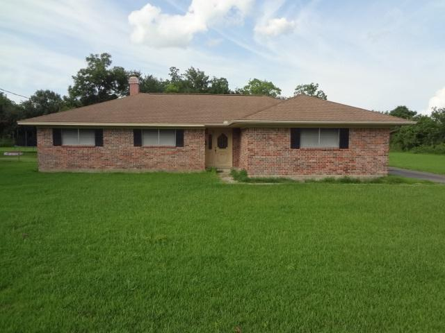 3910 Kenneth St, Groves, TX 77619 (MLS #197375) :: TEAM Dayna Simmons