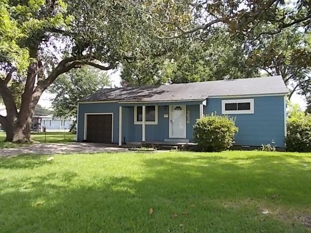 3936 Grant Ave, Groves, TX 77619 (MLS #198146) :: TEAM Dayna Simmons