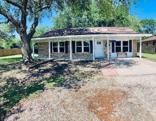 1450 W Palm Drive, Winnie, TX 77665 (MLS #204108) :: TEAM Dayna Simmons