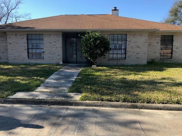 3811 Turtle Creek, Port Arthur, TX 77642 (MLS #204937) :: TEAM Dayna Simmons