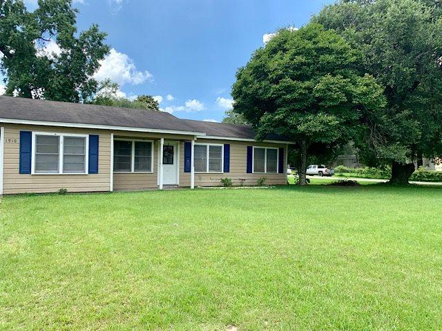 1910 Holly, Vidor, TX 77662 (MLS #205529) :: TEAM Dayna Simmons