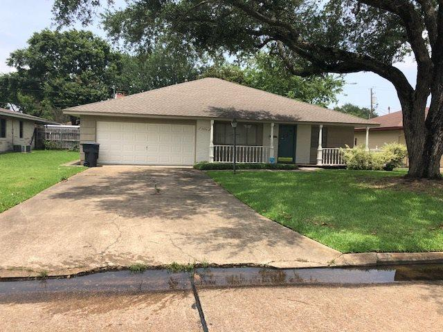 4930 Foster Ave, Groves, TX 77619 (MLS #206276) :: TEAM Dayna Simmons