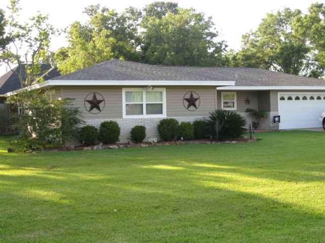 1420 Avenue J, Nederland, TX 77627 (MLS #209548) :: TEAM Dayna Simmons