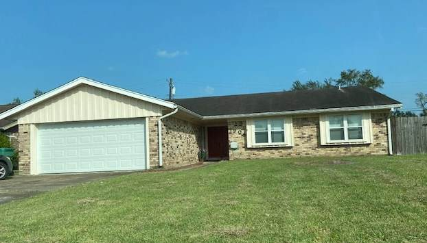 1908 W Kirby Ave, Orange, TX 77632 (MLS #215076) :: TEAM Dayna Simmons