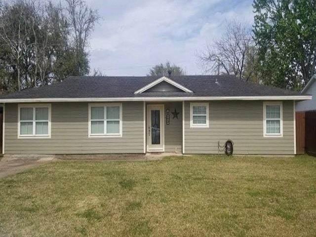 245 Elizabeth, Bridge City, TX 77611 (MLS #220484) :: TEAM Dayna Simmons