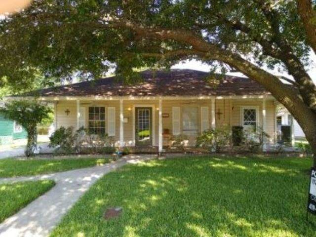 928 West Dr, Port Neches, TX 77651 (MLS #213428) :: TEAM Dayna Simmons
