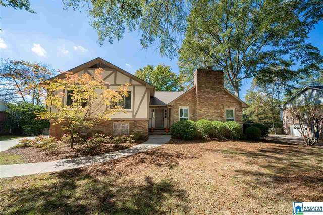 2549 Old Oak Ln, Vestavia Hills, AL 35243 (MLS #898786) :: Bentley Drozdowicz Group