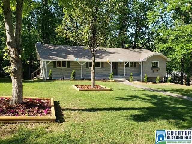 2996 Donita Ct, Vestavia Hills, AL 35243 (MLS #816539) :: The Mega Agent Real Estate Team at RE/MAX Advantage