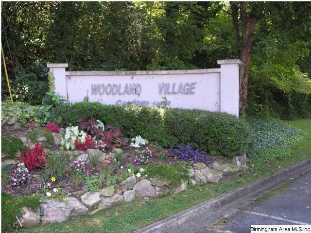 1202 Woodland Village #1202, Homewood, AL 35216 (MLS #849072) :: Bentley Drozdowicz Group
