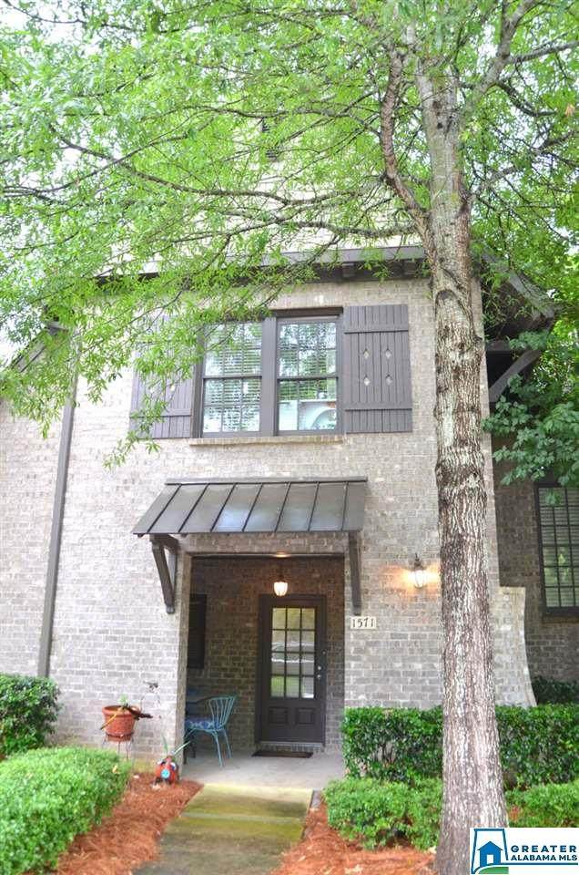 1571 Inverness Cove Ln, Hoover, AL 35242 (MLS #885347) :: Bentley Drozdowicz Group