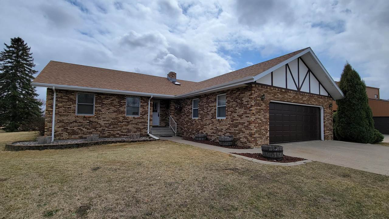 605 Hillview Place - Photo 1