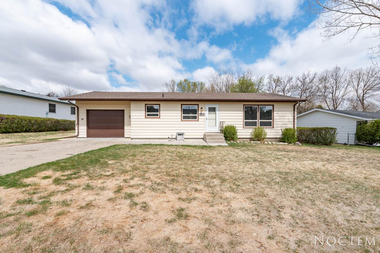 2131 Coulee N Drive - Photo 1