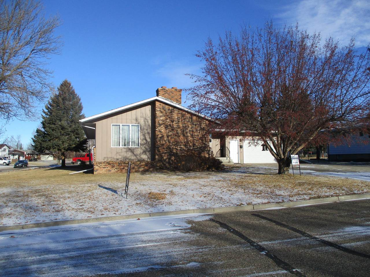 220 Coulee Drive - Photo 1
