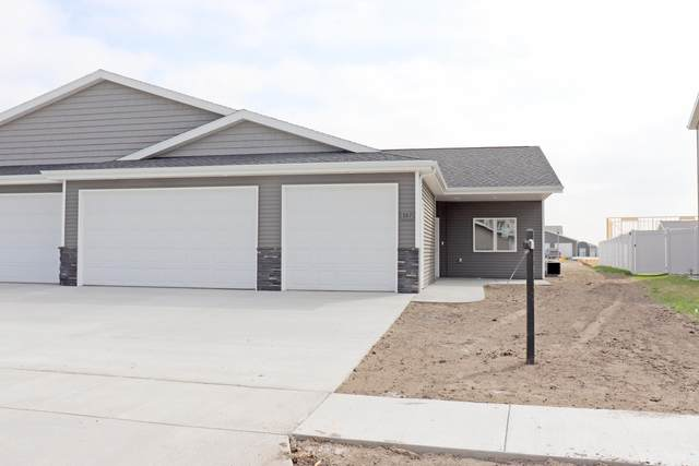 307 Irvine Loop, Bismarck, ND 58504 (MLS #406905) :: Trademark Realty